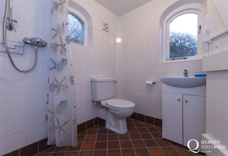 Newport holiday cottage - wet room