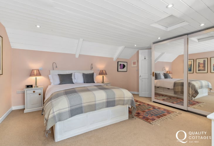 Holiday cottage in coastal Pembrokeshire - spacious ensuite bedroom with king size bed, fitted wardrobes and dressing table.