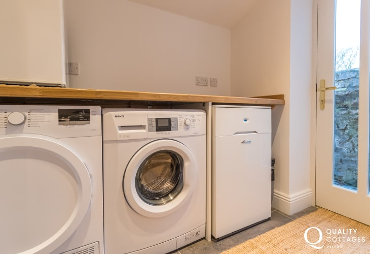Utility room washing machine and tumble dryer
