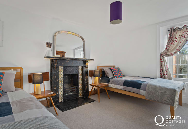 Spacious Twin Bedroom in Holiday Cottage St David's