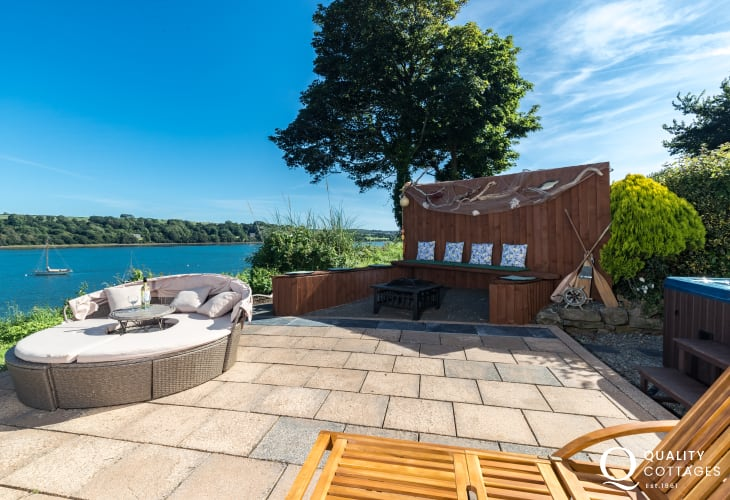 Holiday home with outdoor area with sea views