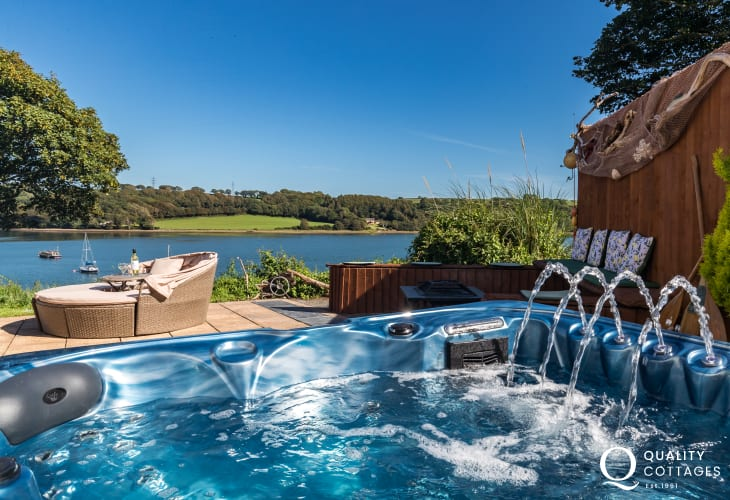 Hot tub Cottage holiday in Pembrokeshire with riverside views