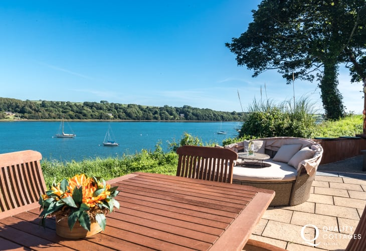 Pembrokeshire holiday home with views