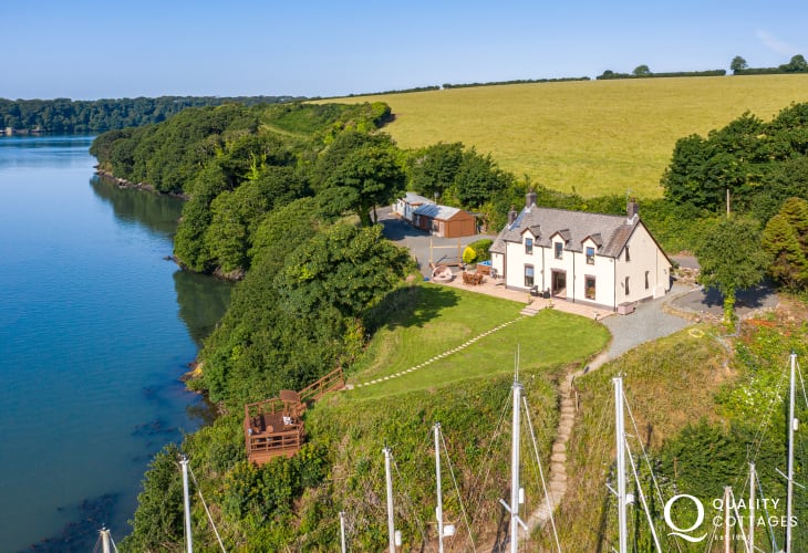 Luxury Holiday Cottage With Estuary Views and Hot Tub