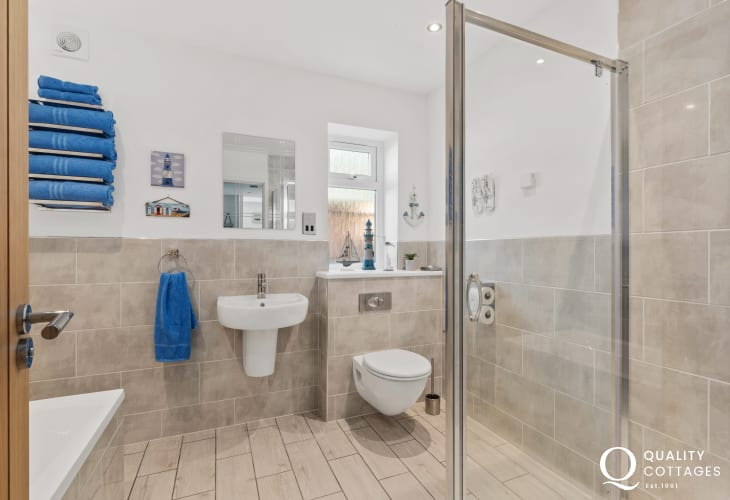 Coastal holiday cottage in North Wales - modern family bathroom with full suite and shower cubicle.