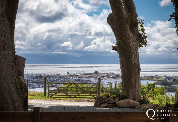 Holiday cottage in North Wales with sea views across Cardigan Bay.