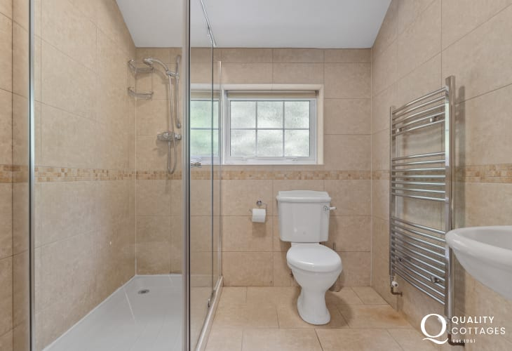 Ensuite shower room for twin bedroom of coastal holiday cottage in New Quay, Cardigan Bay.