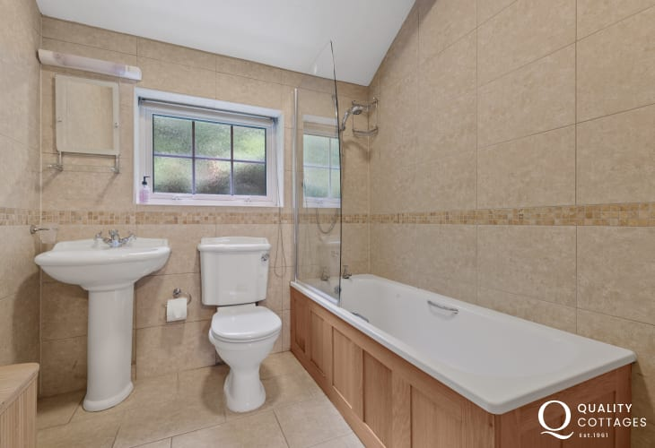 Ensuite bathroom with full suite in holiday cottage in New Quay, Cardigan Bay.
