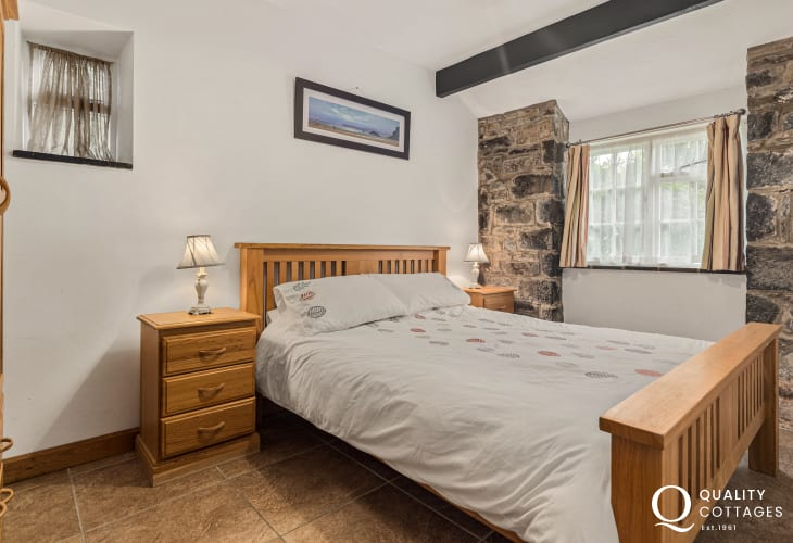 Double bedroom in holiday cottage in New Quay, Cardigan Bay with tennis court, swimming pool and children's play area.
