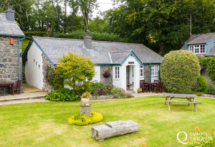 Holiday cottage with tennis court and swimming pool in New Quay, Cardigan Bay - exterior of cottage.