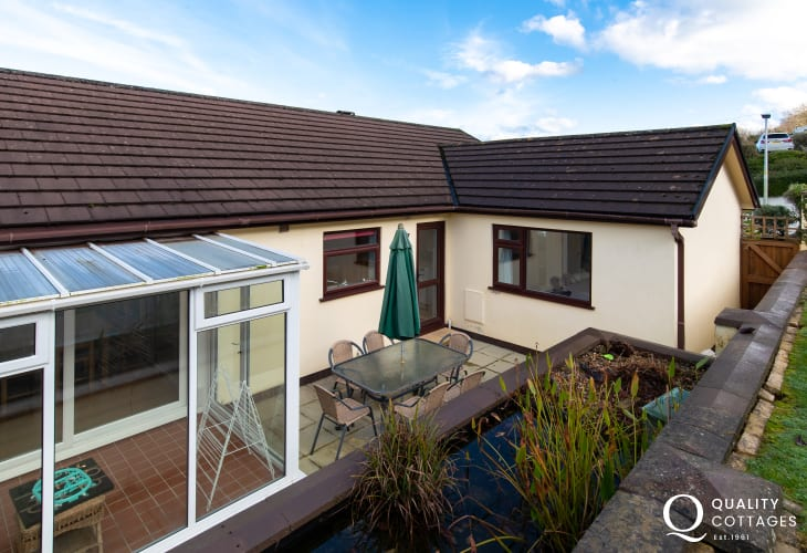 Coastal pet friendly holiday cottage in Saundersfoot, Pembrokeshire - rear enclosed garden with patio seating.