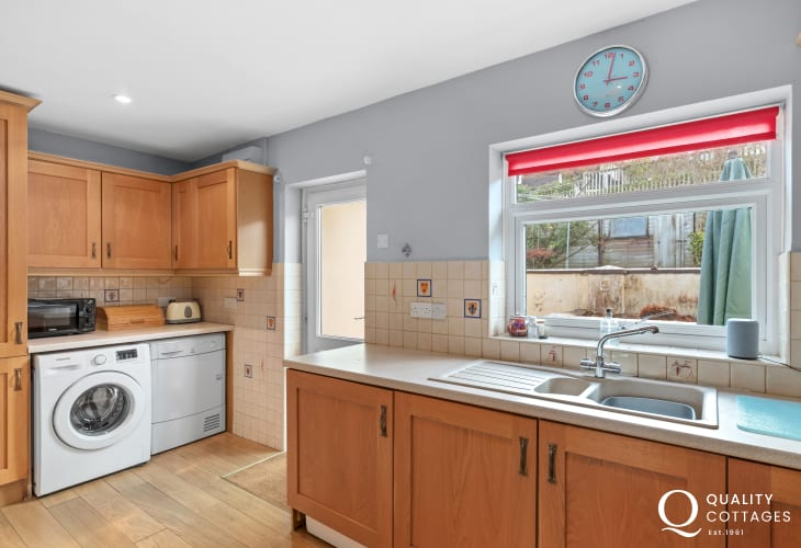 Fully equipped kitchen - self catering holiday cottage in Saundersfoot, Pembrokeshire.