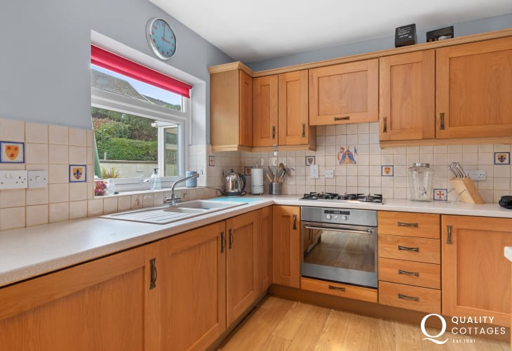 Well equipped kitchen in Saundersfoot holiday cottage. With dishwasher, washing machine, electric oven and gas hob.