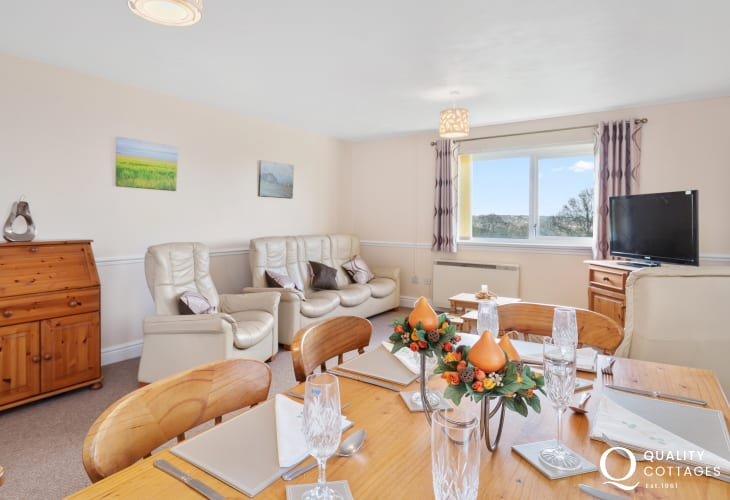Holiday apartment on golf course, Pembrokeshire - open plan dining room with table seating six.