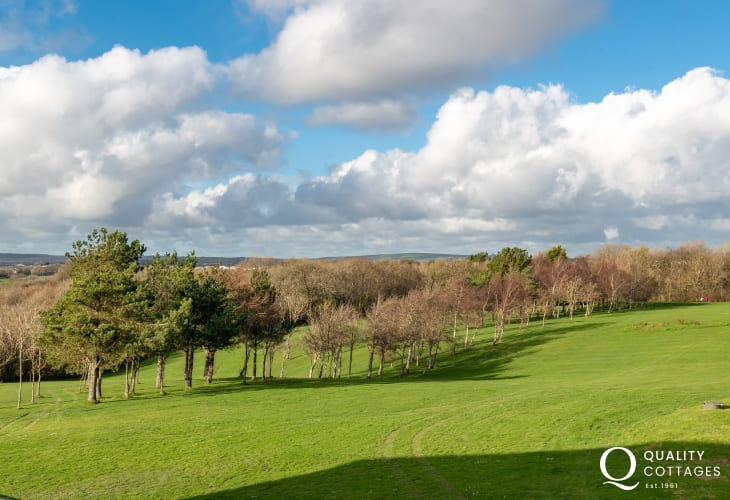 Holiday apartment on golf course in stunning rural setting - views of surrounding parkland golf course in Pembrokeshire.