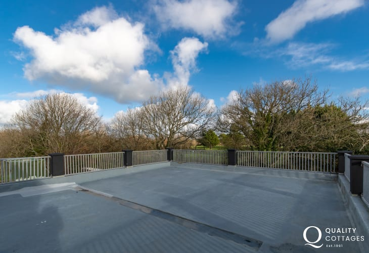 Holiday apartment in Wales. Roof terrace with panoramic views over the Pembrokeshire countryside.