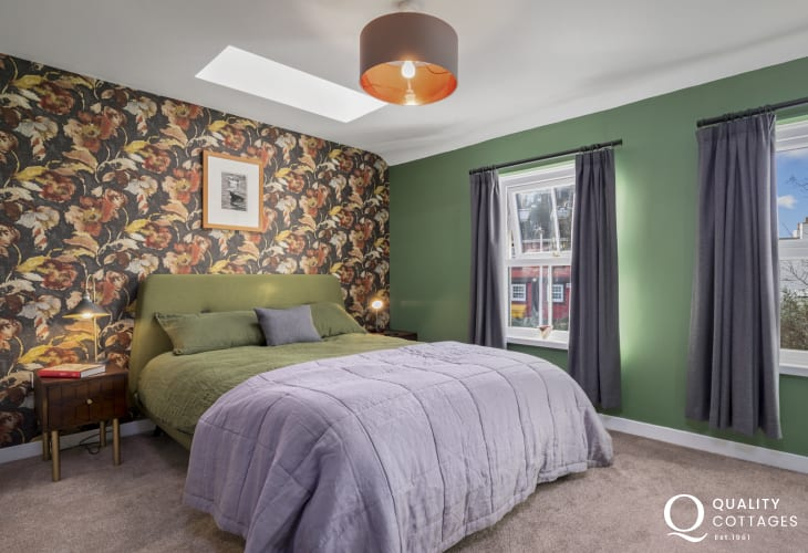 Holiday apartment in centre of St Davids, Pembrokeshire - Boutique style main bedroom with ensuite.