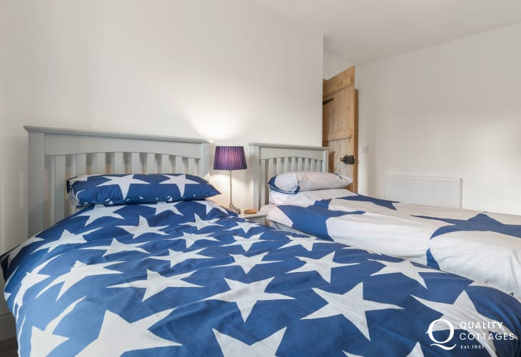 Holiday cottage in Llawhaden, Narberth, Pembrokeshire, sleeps four - twin bedroom.