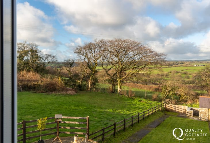 Holiday cottage in Llawhaden, Narberth, Pembrokeshire - view of garden and surrounding countryside from the house.