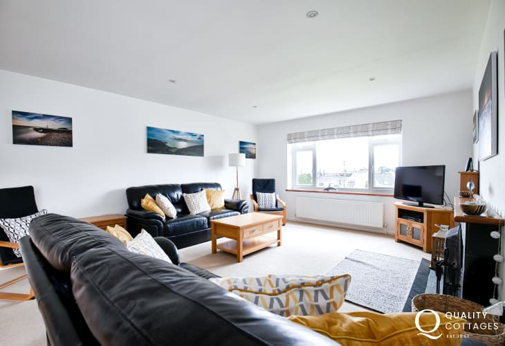 Lounge in coastal holiday cottage in Morfa Nefyn, on the Llyn Peninsula, sleeps eight.