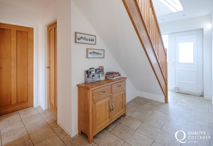 Large hallway entrance with tiled flooring inside pet friendly holiday cottage in Morfa Nefyn, on The Llyn Peninsula