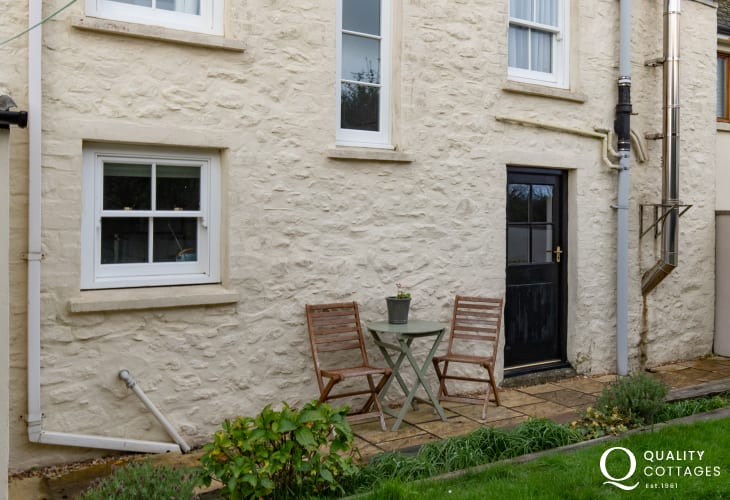 Dog friendly holiday cottage in coastal Solva, Pembrokeshire with enclosed garden and seating.