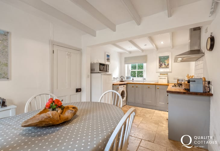 Open plan kitchen/dining room - holiday cottage in Solva, Pembrokeshire. Sleeps five.