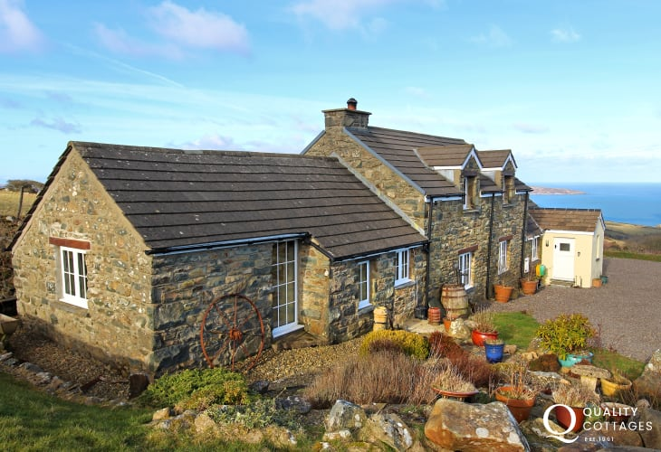 Coastal cottages with hot tub - exterior