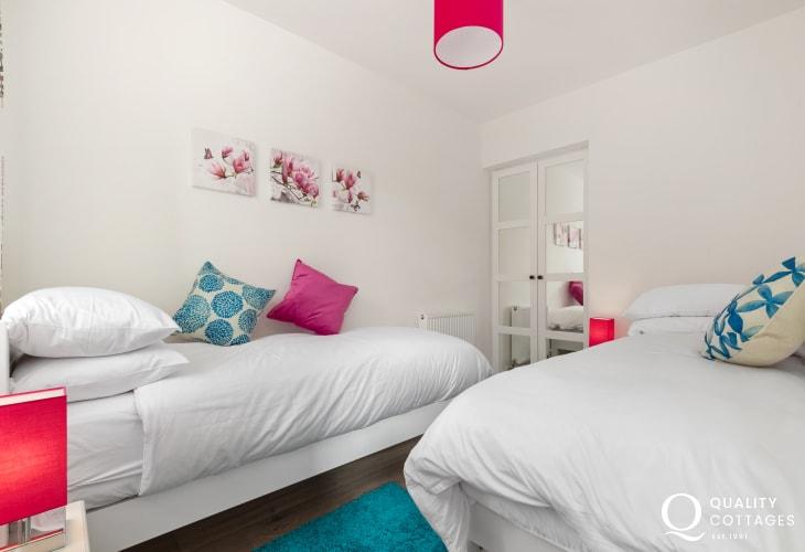 Twin Bedroom at Edith Villa - Carmarthenshire Holiday Cottage sleeping 10