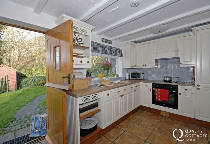 Solva self-catering cottage - country style kitchen with stable doors to the garden
