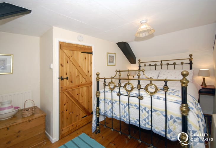North Pembrokeshire cottage sleeping 6 - double