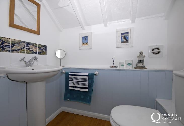 Master bedroom en-suite toilet