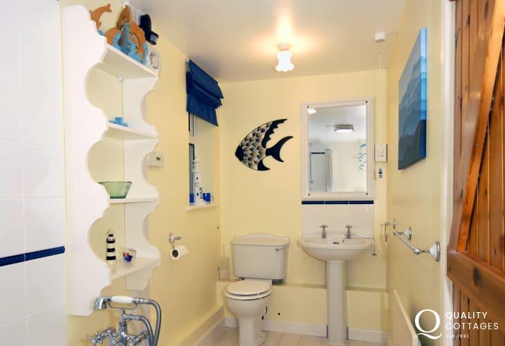 Solva holiday cottage - ground floor bathroom