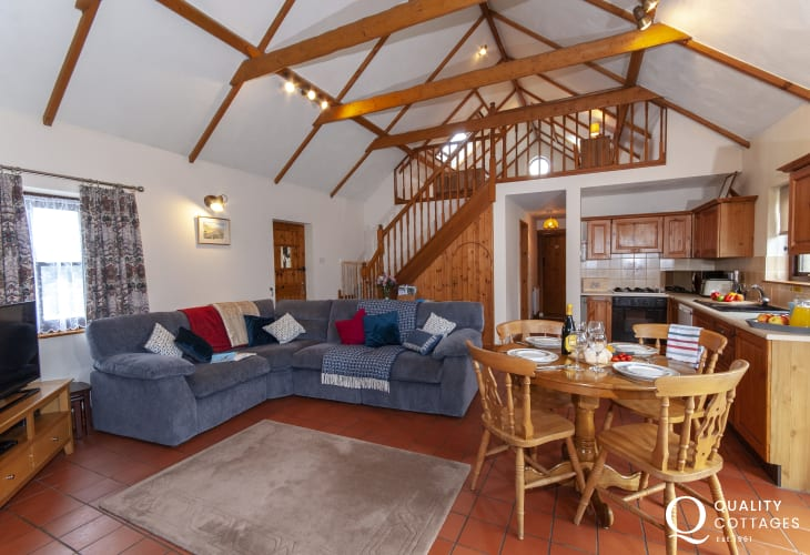 Pet friendly holiday cottage North Pembrokeshire - open plan lounge/kitchen/diner