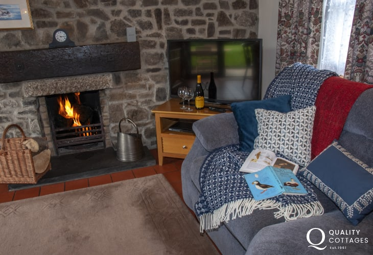 Torbant Fach holiday cottage with open wood and coal fireplace