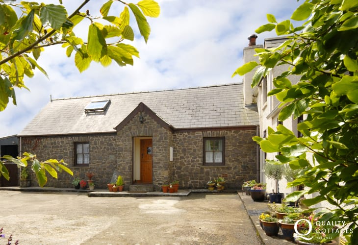 North Pembrokeshire holiday cottage near the coast - pets welcome
