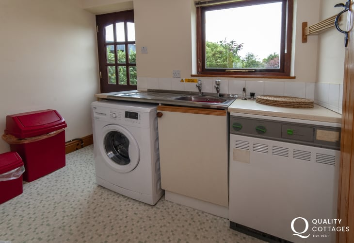 Square and Compass holiday cottage - utility room