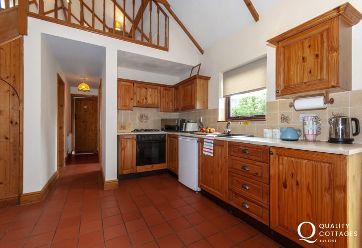 Self catering Pembrokeshire cottage - kitchen