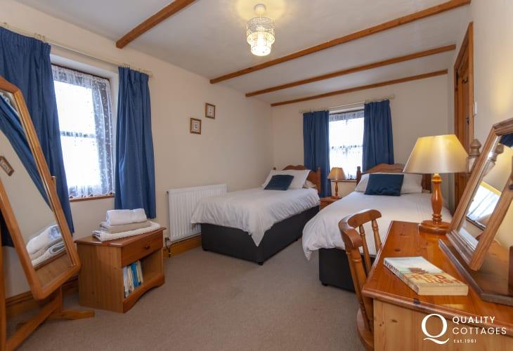 Abercastle holiday cottage sleeps 4 people - ground floor twin