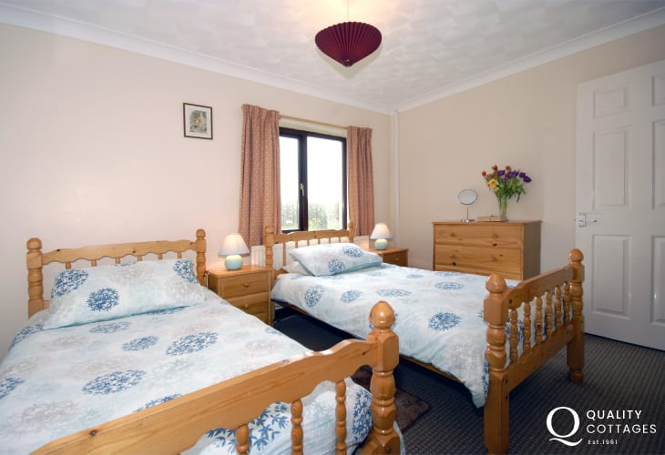 Self-catering St Davids holiday home - ground floor twin with adjoining shower room
