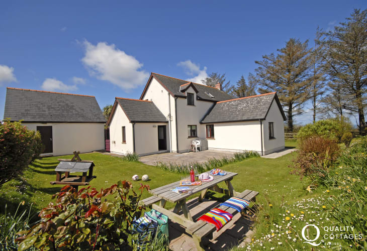 Farmhouse near Trefin for holidays