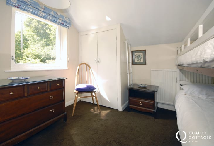 Self catering Pembrokeshire sleeps 6 - children's bunk room