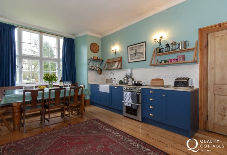 Gwaun Valley Manor House - spacious kitchen dining room
