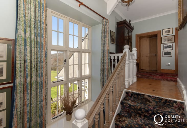 Gwaun Valley large manor house for rent - staircase to the first floor landing