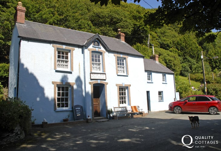 The Dyffryn Arms, locally known as 'Bessie's'is a superb little roadside pub set in the parlour of an old farmhouse