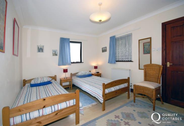 Newgale, Pembrokeshire holiday cottage sleeping 6 - ground floor
