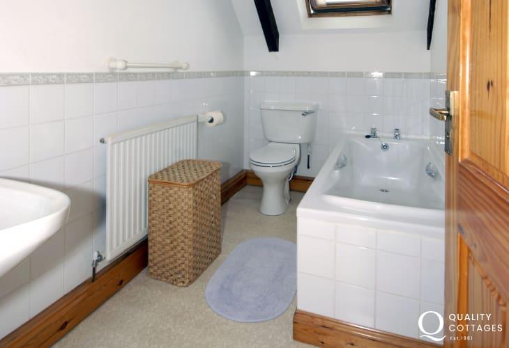 Newgale holiday home - family bathroom