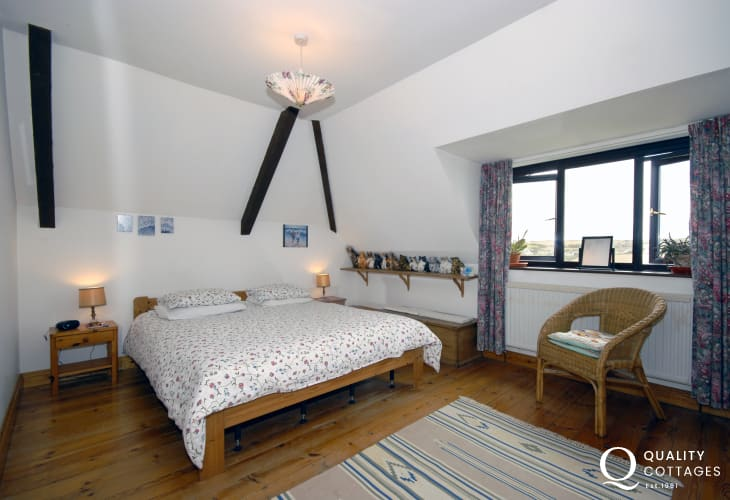 St Brides Bay holiday cottage - double with en-suite shower