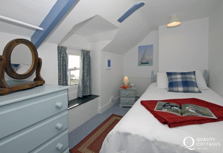 Pembrokeshire coast holiday house sleeps 9 - single with washbasin