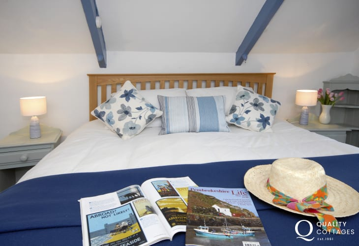 Whitesands holiday cottage - super king size bedroom views